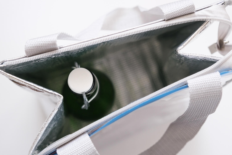 Ziploc × DEAN & DELUCA × BEAMS COUTUREトリプルコラボのクーラーバッグMサイズにワインボトルを入れたところ2